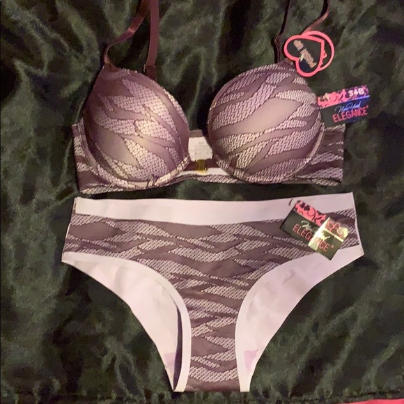 New York Elegance Other - 😋 2 for $20 New York Elegance bra and panty set